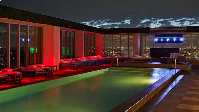 Roof terrace and rooftop pool in Miami