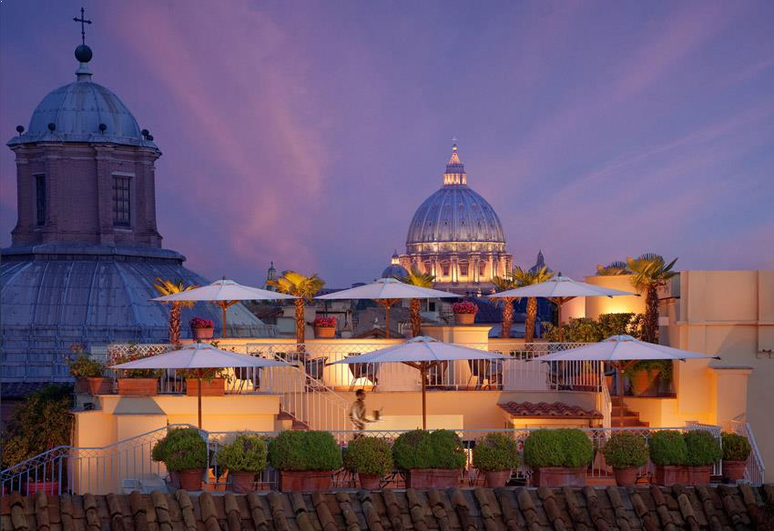 Rooftop bar at Hotel Raphael in Rome