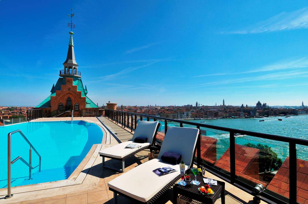 Rooftop pool in Venice, Skyline Rooftop Bar