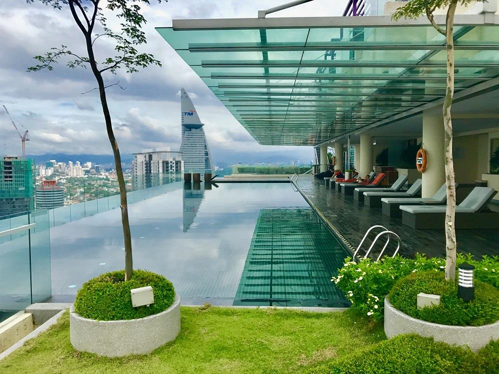 A Fantastic Day At The Luxurious Rooftop Infinity Pool At Capri By Fraser In Kuala Lumpur