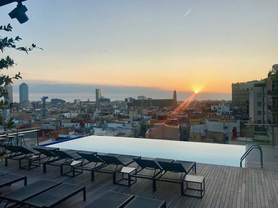 the best rooftop pool in europe at grand hotel central in barcelona therooftopguide com. Black Bedroom Furniture Sets. Home Design Ideas