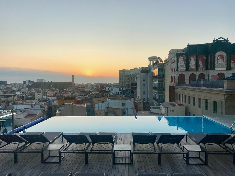the best rooftop pool in europe at grand hotel central in barcelona the rooftop guide. Black Bedroom Furniture Sets. Home Design Ideas