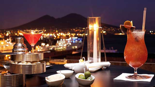 Romeo Hotel Naples Rooftop Bar In Amalfi Coast The Rooftop Guide