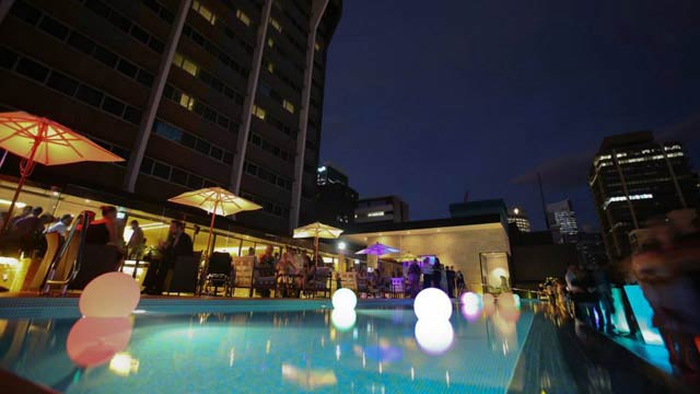 Rooftop Pool Bar : Lennon's Rooftop Pool Bar - Rooftop bar in Brisbane ...