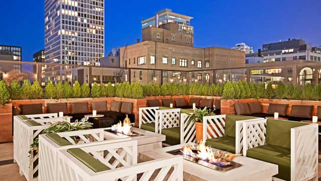 Rooftop bar Chicago drumBAR in Chicago