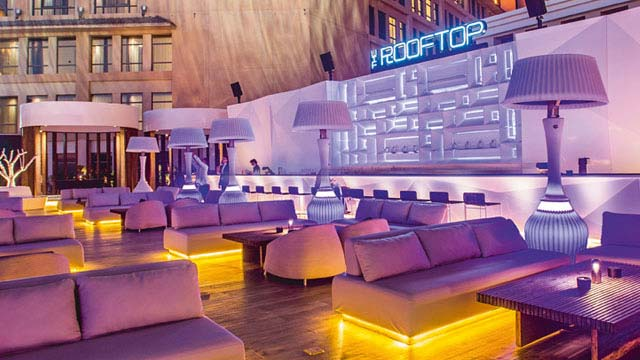 The Rooftop Doha At St Regis Rooftop Bar In Doha The