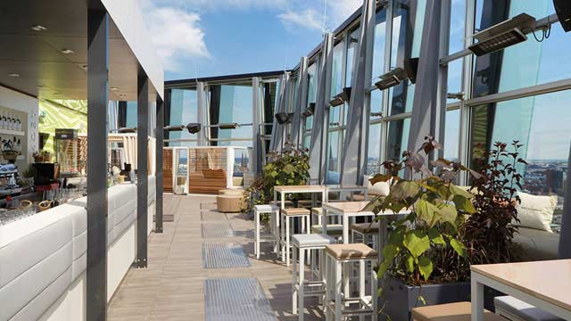 clouds heaven 39 s nest rooftop bar in hamburg the rooftop guide. Black Bedroom Furniture Sets. Home Design Ideas
