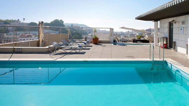 Rooftop Pool Bar : Liberdade Rooftop Pool Lounge - Rooftop bar in Lisbon ...