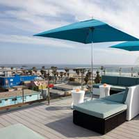 Rooftop bar LA High At Hotel Erwin in Los Angeles
