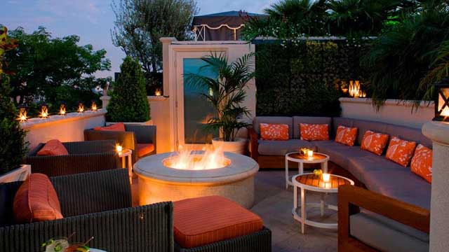 Rooftop bar LA The Roof Garden at the Peninsula Beverly Hills in Los Anhgeles