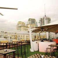 Rooftop bar Manila SKYE W Highstreet in Manila