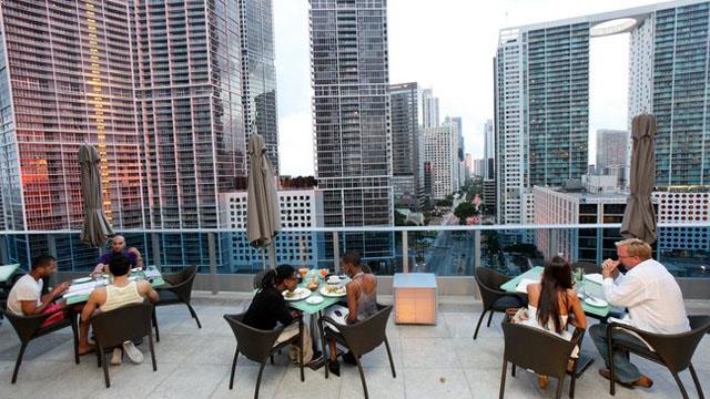 Area 31 at The Epic Hotel - Rooftop bar in Miami ...