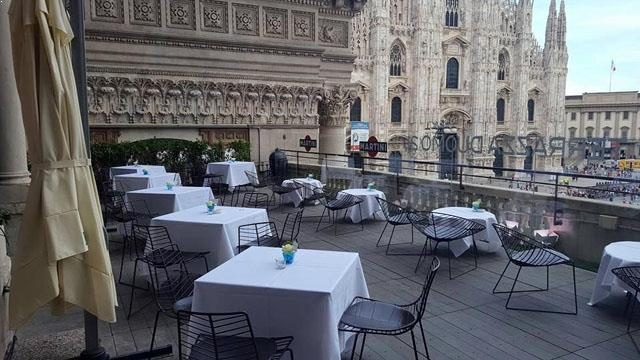 Duomo 21 terrace rooftop bar in milan therooftopguide com for Best clubs in milan