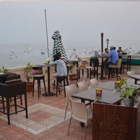 Rooftop bar Mumbai Cafe Marina in Mumbai
