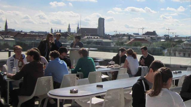 cafe vor hoelzer forum rooftop bar in munich