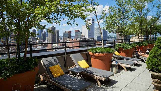 The sky terrace at hudson hotel rooftop bar in new york for Rooftop bar and terrace