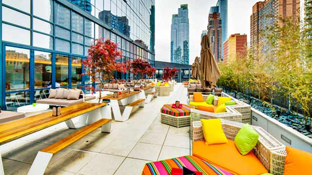 Social Drink Amp Food At Yotel Rooftop Bar In New York