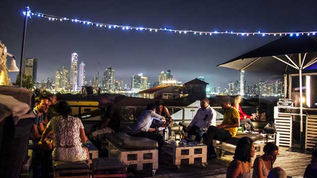 Rooftop bar Panama City Gatto Blanco in Panama City