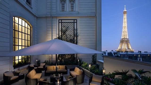 shangri la hotel rooftop bar in paris therooftopguide com. Black Bedroom Furniture Sets. Home Design Ideas