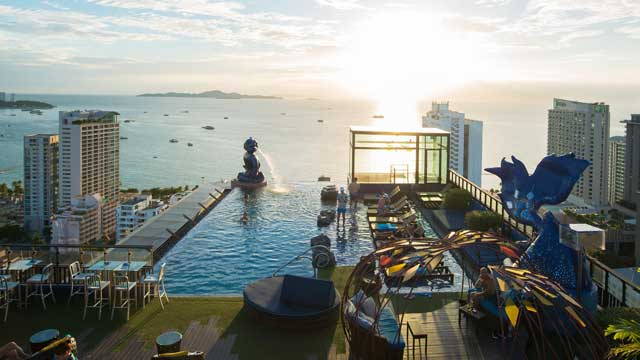 The Roof Sky Bar Restaurant Rooftop Bar In Pattaya The Rooftop Guide