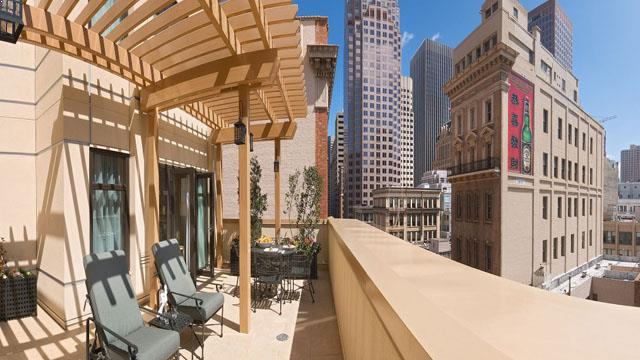 Rooftop bar SF Orchard Garden Hotel in San Francisco