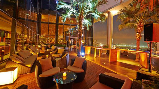 Rooftop bar Singapore Me@OUE in Singapore