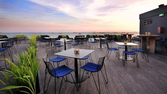 Rooftop bar Singapore Skyloft in Singapore