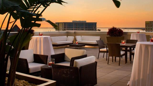 Rooftop bar Tampa BluVu at The Westin in Tampa Bay