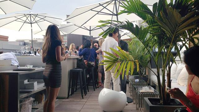 Beverley Hotel Rooftop Bar In Toronto The Rooftop Guide