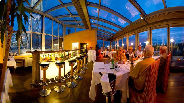 Ristorante settimo cielo rooftop bar in vienna for Food bar vienna