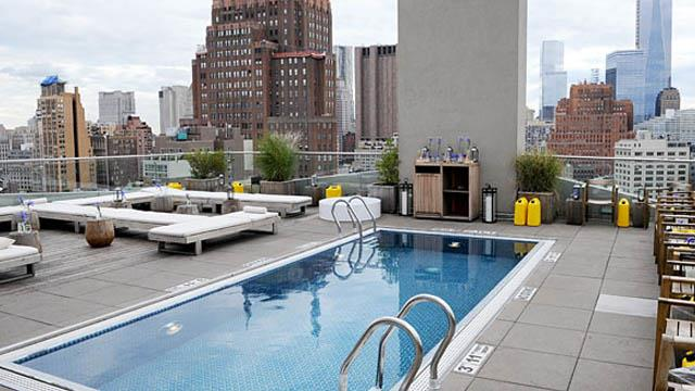 The 5 best rooftop pools in new york complete info - Hotel new york swimming pool roof ...